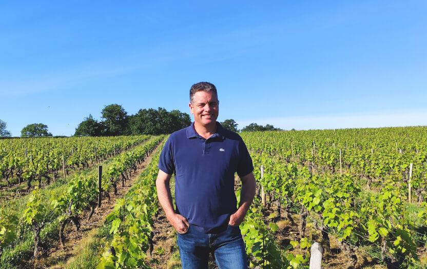Eric Pignard se trouvant dans les vignes